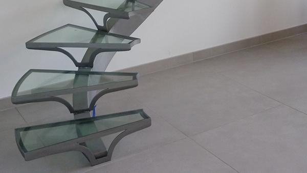 Escalier en verre moderne
