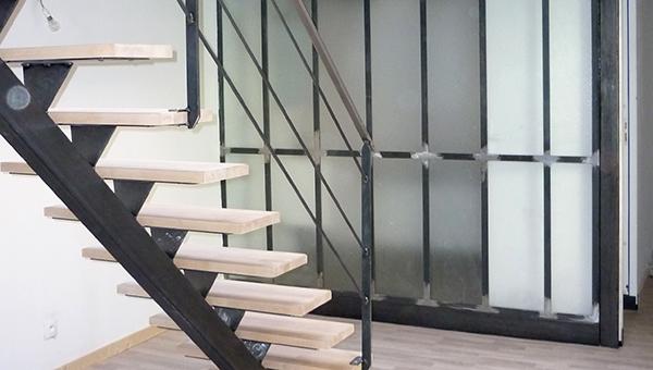 Escalier moderne fer et bois
